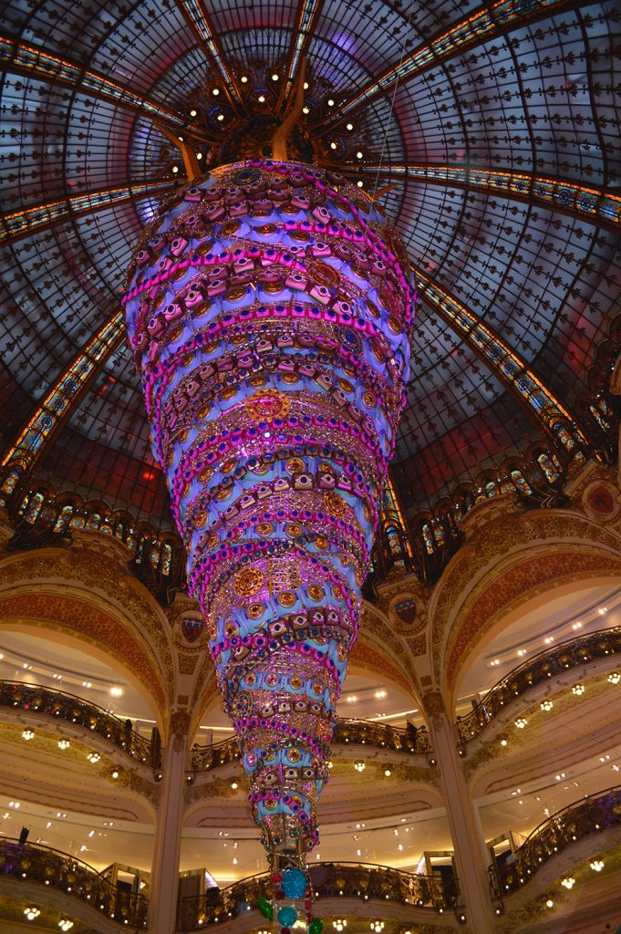 Illumination et décoration de centre commercial, galeries Lafayette inspiration tendance tissage