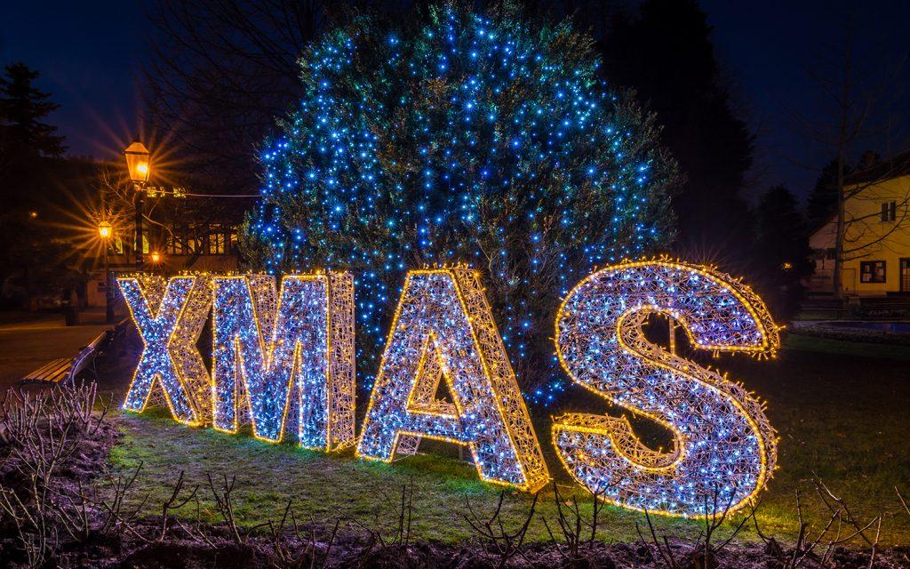 illumination de noël pour collectivité, texte XMAS lumineux en fibre de verre tissée inspiration tendance tissage