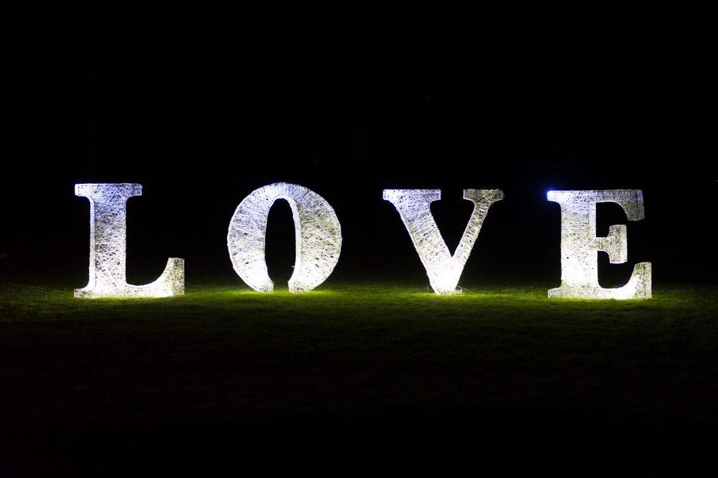 Décoration de mariage, texte 3d Love lumineux tissé en fibre de verre