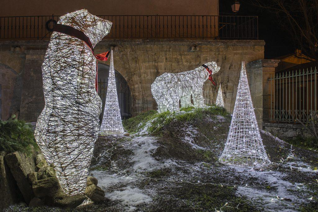 illumination de noël pour collectivite, Scène décoratives lumineuse en fibre de verre tissée, inspiration tendance tissage