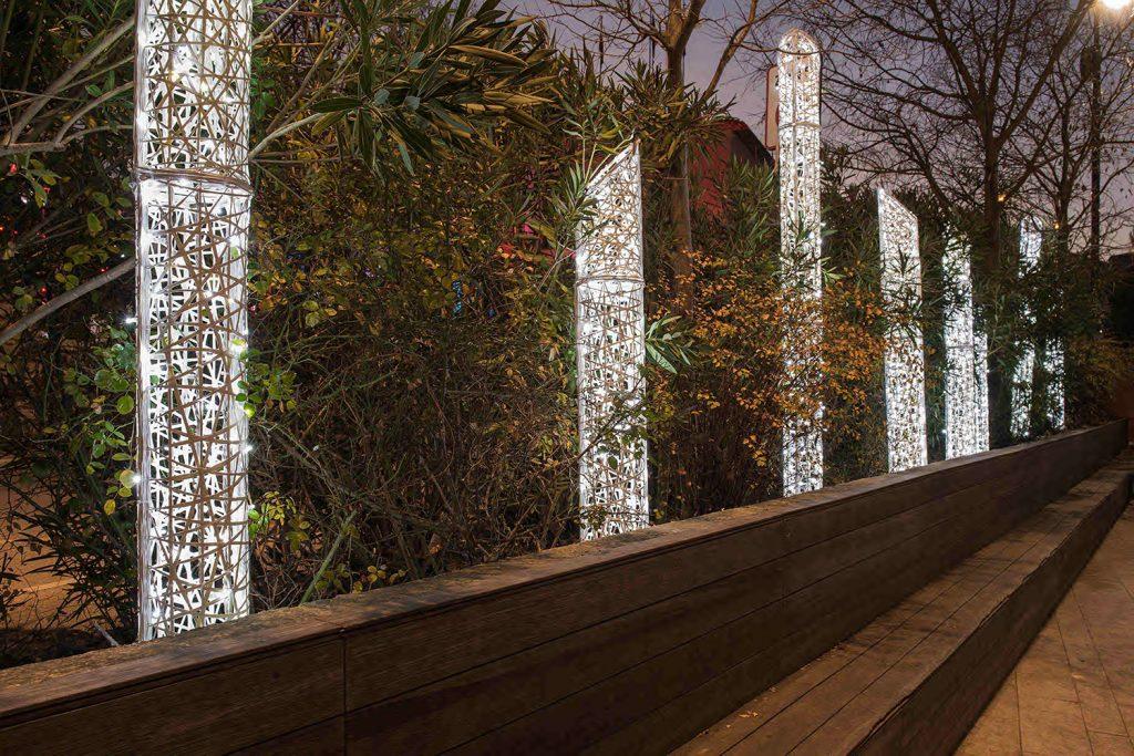 colonnes biseautées lumineuses en fibe de verre tissées inspiration tendance tissage