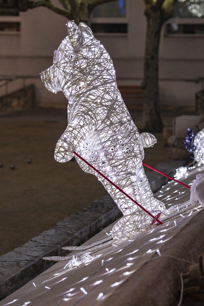 illumination de noël pour collectivité, Ourson skieur lumineux en fibre de verre tissée, inspiration tendance tissage