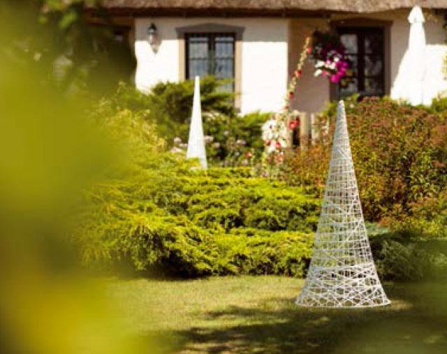 Décoration cônes effilées tissée en fibre de verre - location décoration lumineuse mariages