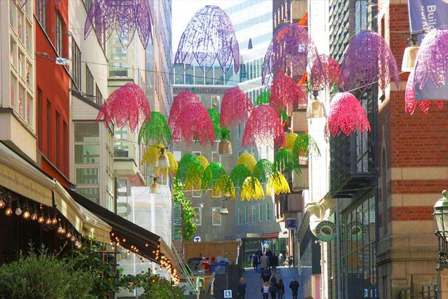Décoration printanière pour collectivité, plafond floral en fibre de verre tissée