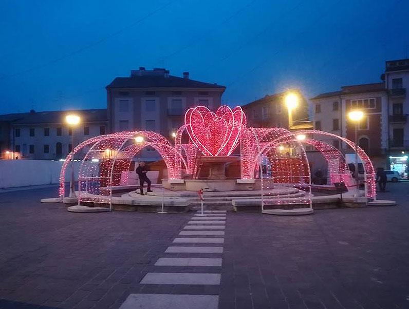 Décoration pérenne Fontaine pour la saint Valentin, coeur et pan fontaine lumineux en fibre de verre tissée