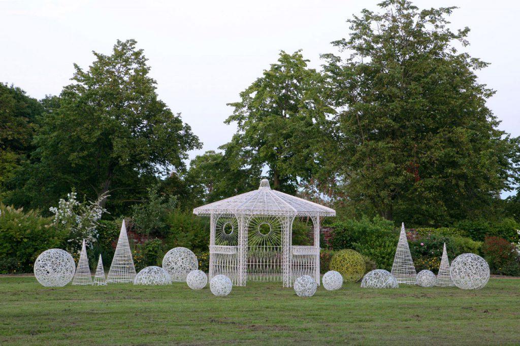 sphères, cônes et kiosque tissées en fibre de verre - location décoration lumineuse mariages