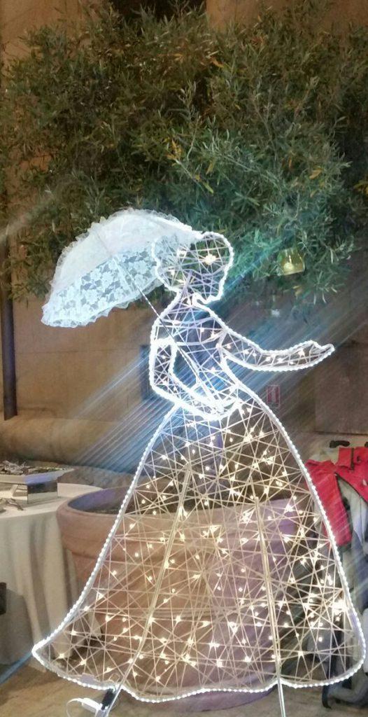 Décoration de mariage, personnage mariée 2D lumineuse tissée en fibre de verre - location décoration lumineuse mariages