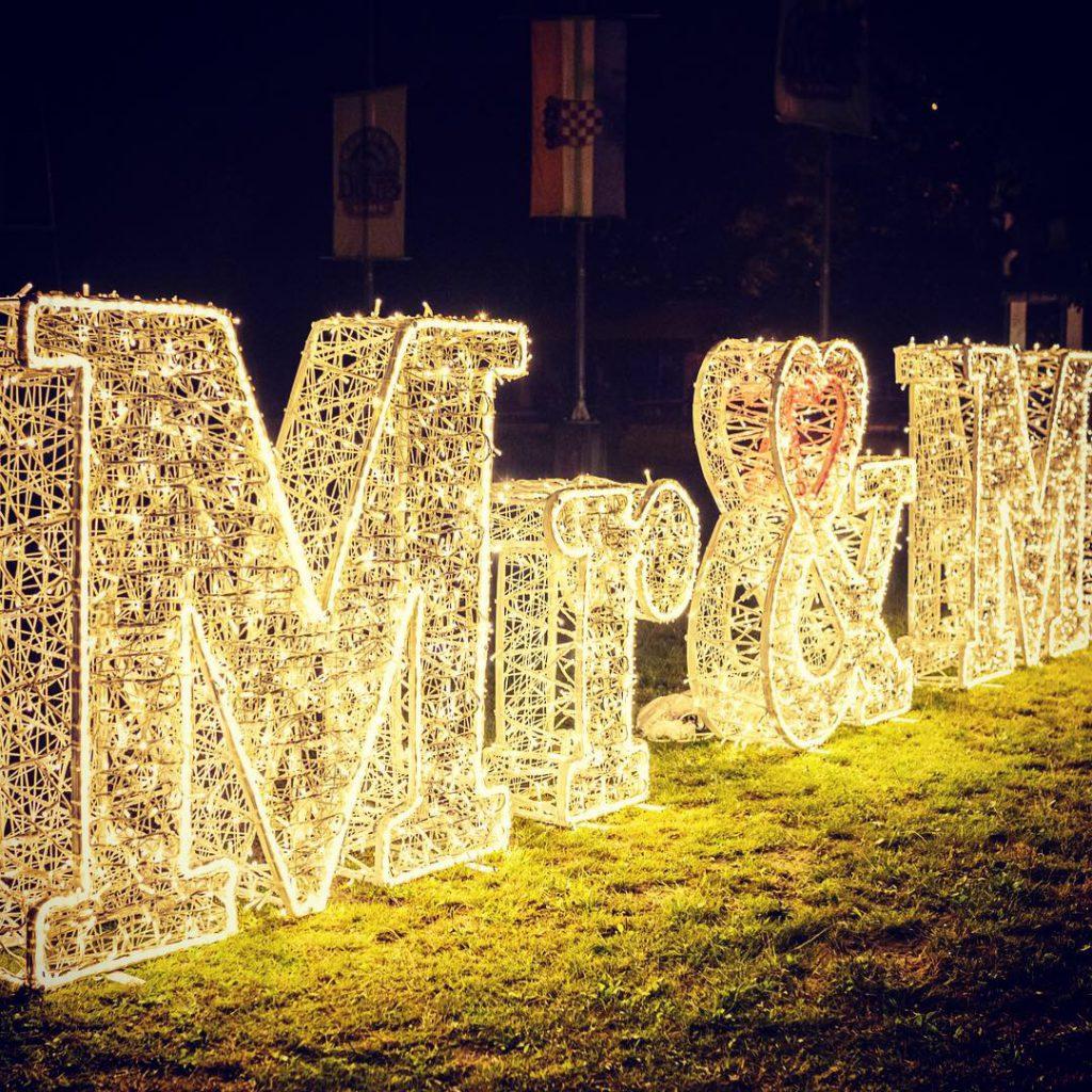 Décoration de mariage, Mr et mrs lumineux et tissée en fibre de verre - location décoration lumineuse mariages