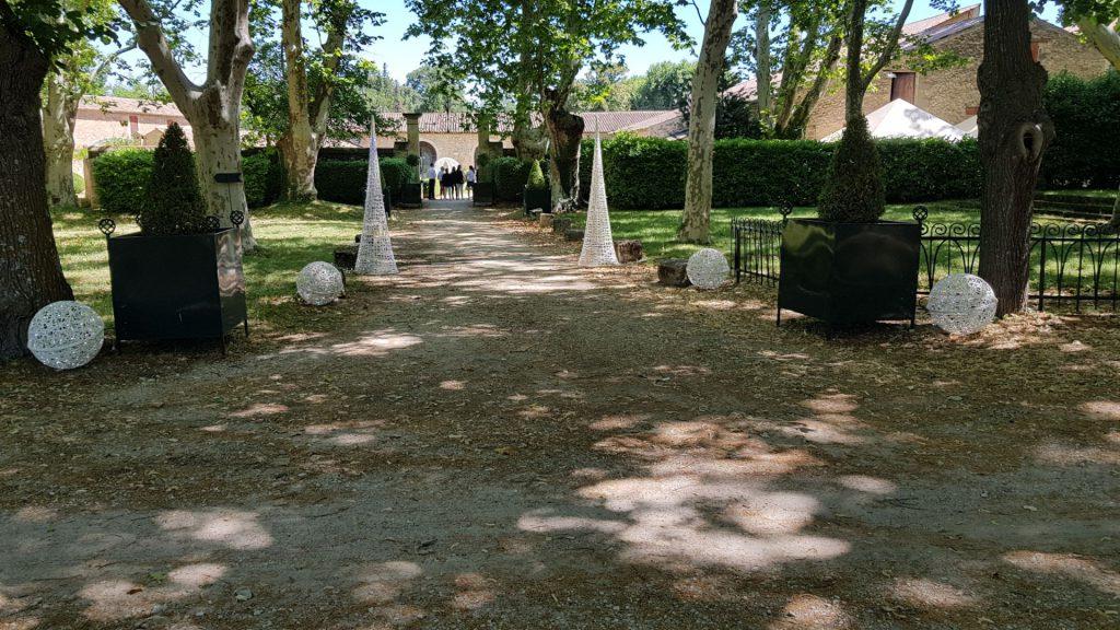 Décoration de mariage, sphères, cone effilés en fibre de verre tissée