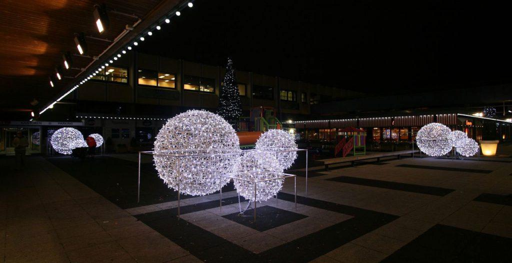 illumination de noël pour collectivité, sphères lumineuses 3d tissée en fibre de verre